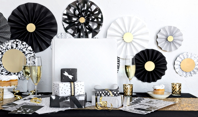 DIY-Tutorial:-How-to-Make-Black-White-Decorative-Paper-Fans-Creative-Memories